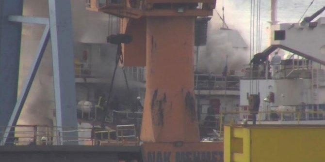 Tuzla'da bir gemide yangın çıktı