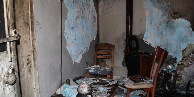 Yanan sobaya döktükleri tiner evi yaktı