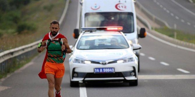 Yunan vekile tepki için 500 kilometre koşacak