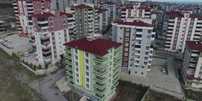 Yeni binalar yıkılmak üzere: Hem kira hem kredi ödüyorlar!