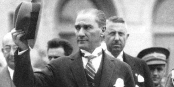"""İlahiyatçı yazar: """"Atatürk'e hakaret edenler kendi neseplerine baksın"""""""
