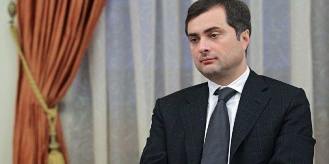 Putin, Vladislav Surkov'u görevden aldı