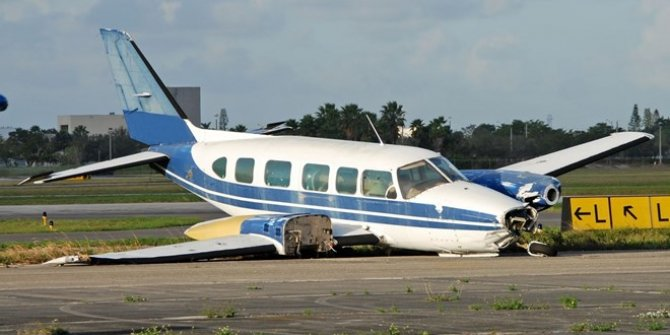 Avustralya'da iki küçük uçak havada çarpıştı
