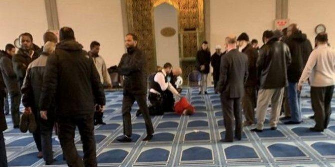 Londra'da camide din görevlisine bıçaklı saldırı
