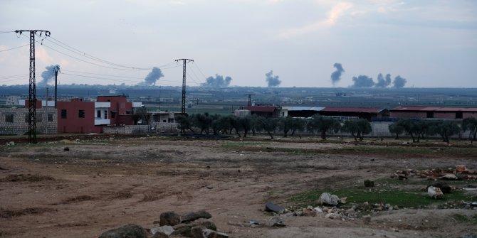 Rejim uçakları Türk askerinin bulunduğu Sarmin'i bombalıyor