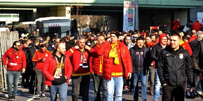 Galatasaraylı taraftarlar Kadıköy'e ulaştı