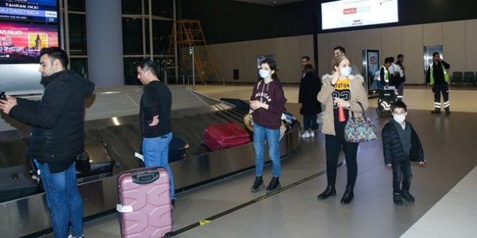 İran'dan gelen son uçak İstanbul'a indi