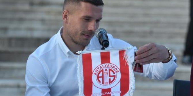 Lukas Podolski imzayı attı