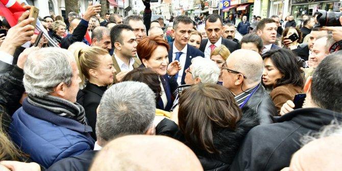 Meral Akşener, Balıkesir'de vatandaşlarla buluştu