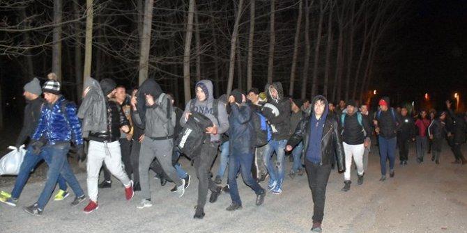 Sığınmacılar Edirne sınırına yürüyor