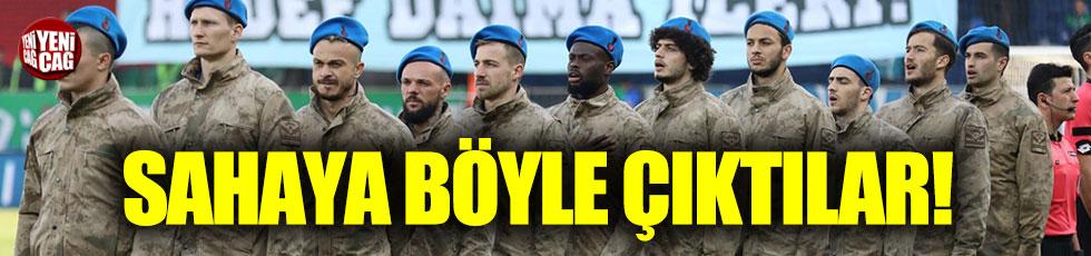 Çaykur Rizespor sahaya mavi bere ve askeri üniforma ile çıktı