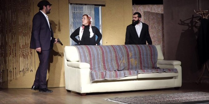 Kadına şiddete tiyatro oyunu ile dikkat çektiler