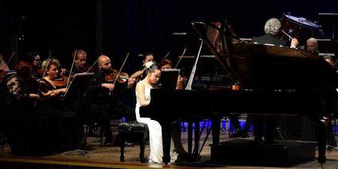 12 yaşındaki Japon piyanist, hayran bıraktı