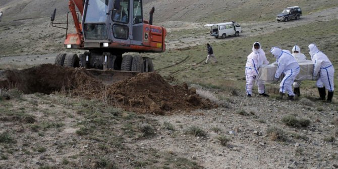 O kadar tehlikeli buldular ki dağ başına gömdüler