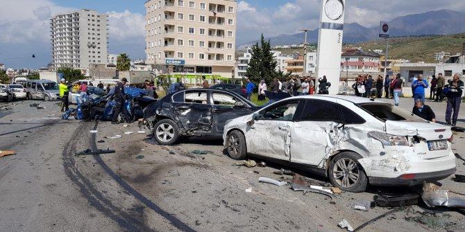 Hatay'da freni patlayan TIR polis kontrol noktasına daldı