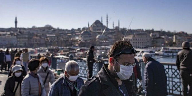 Başka ülkede yaşayamam: Bebek bezinden maske yaptılar