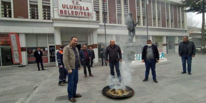 AKP'li belediyeden koronaya karşı tütsülü önlem