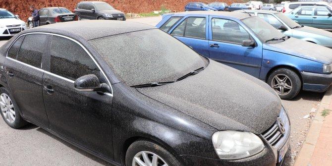Gökten çamur yağdı, otomobilini gören şaşkına döndü