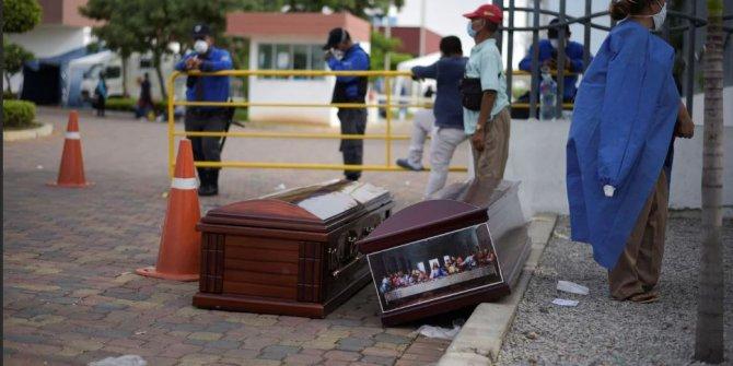 Ekvador'da morglar dolunca, cesetler sokakta kaldı