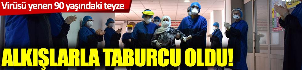 Korona virüsü yenen 90 yaşındaki Alye teyze Cerrahpaşa'dan alkışlarla taburcu oldu
