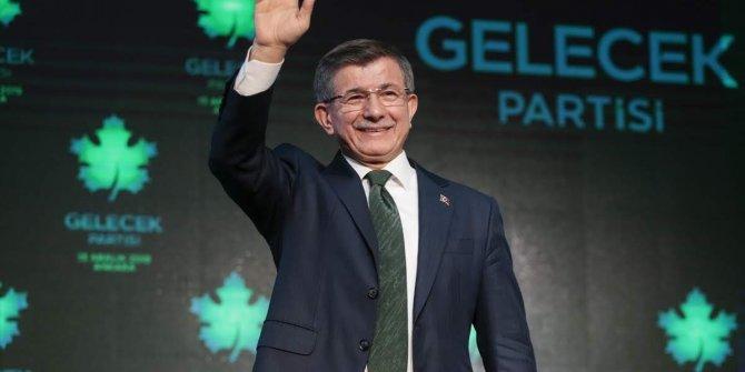 AKP'li eski başkanın oğlundan Davutoğlu'na FETÖ göndermesi