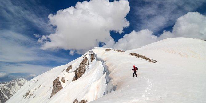 2 doğasever Mercan Dağları'nda tırmanış yaptı