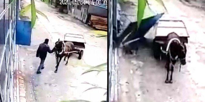 At arabasıyla girdiği atölyenin kapısını çaldı