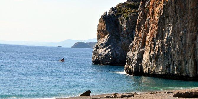 Antalya'da denize giren doktor kayboldu