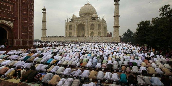 İran'da camiler ibadete açılıyor