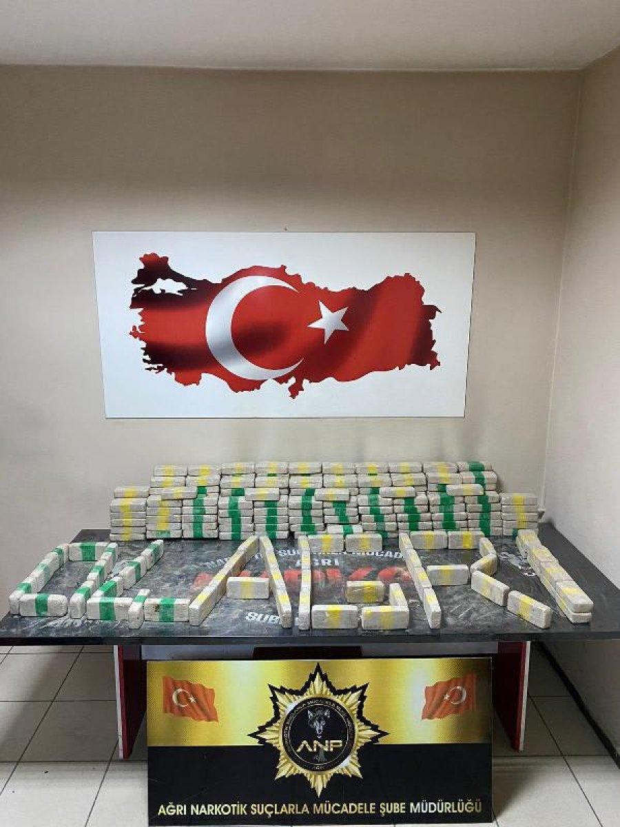Ağrı'da uyuşturucu tacirlerine darbe: 12 milyon liralık eroin bulundu