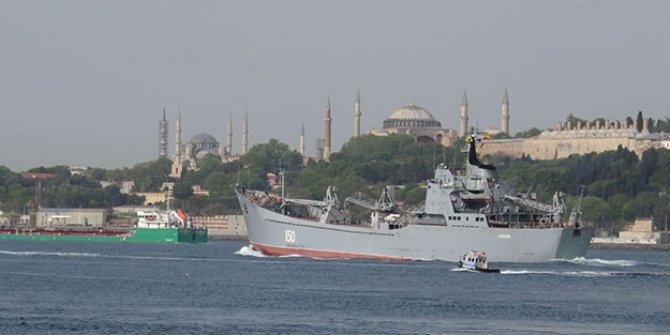 Rus savaş gemisi Capatob İstanbul Boğazı'ndan geçti!