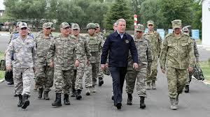 Bakan Akar ve komutanlar sınırın sıfır noktasında! 13 terörist etkisiz hale getirildi..
