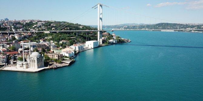 İstanbul Boğazı'nın şaşırtan renk değişimi!