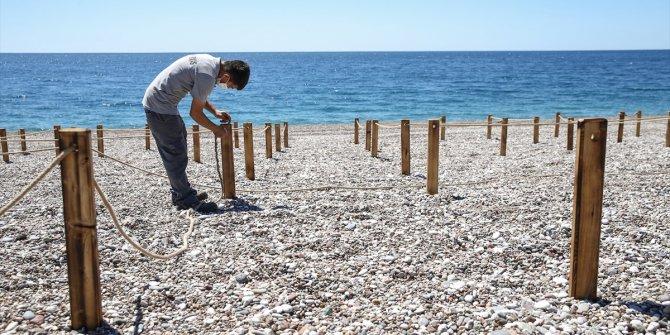 Parsel parsel dizildi: İşte sosyal mesafeli plajdan ilk görüntüler