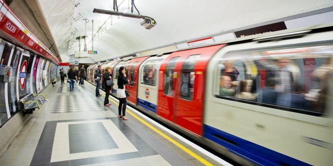 Gerçeği göz önüne serdiler: Korona virüslü kişi metroya bindi