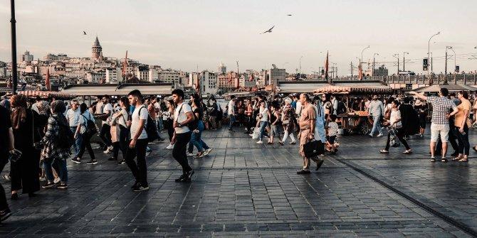 Türk sosyolog açıkladı: İnsan, koronadan sonra bazı haklarından vazgeçecek