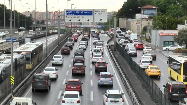 İstanbullu korona dinlemedi, trafiğin çivisi çıktı