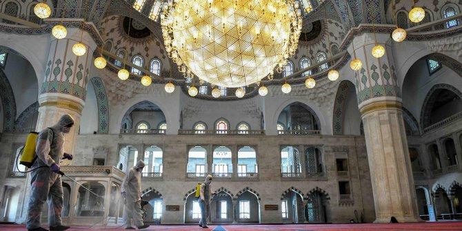 Diyanet duyurdu: İşte İstanbul, Ankara ve İzmir'de cuma namazı kılınacak camiler