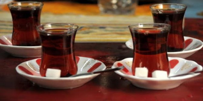 Herkesin beklediği sorunun cevabı: Kahvehanelerde çay kartonla mı içilecek, cam bardakla mı?