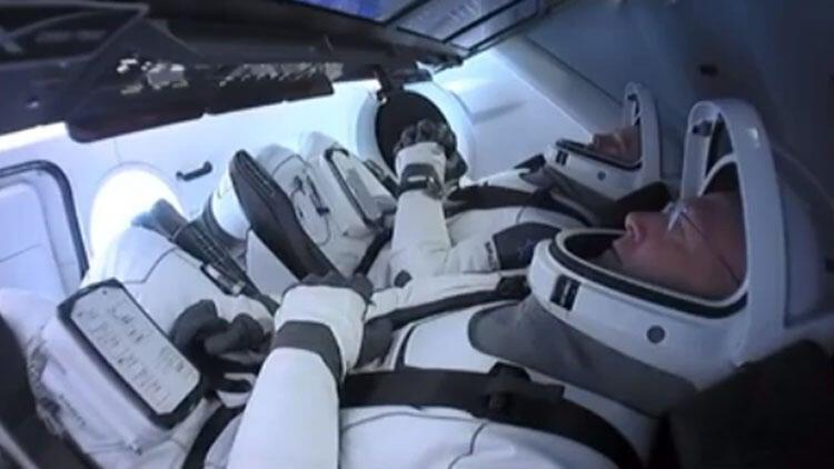 SpaceX'in ilk insanlı uçuşu gerçekleşti