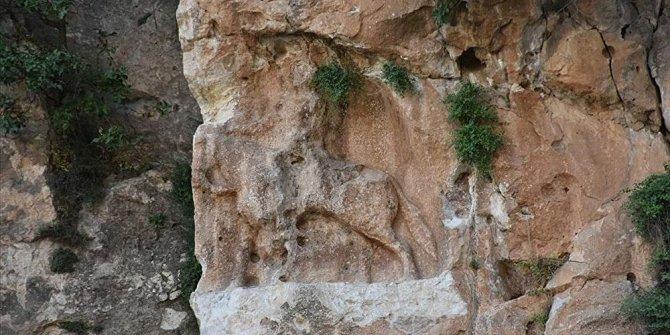 6 bin yıllık jokeyi yerle bir ettiler