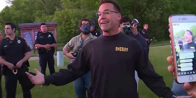 ABD'de bazı polisler göstericilerin yanına geçti