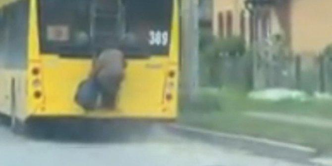 Korona önlemleri yüzünden otobüse binemedi ama 70'lik teyze asla pes etmedi