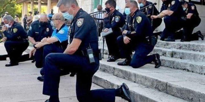 Amerika'da polis diz çöküp af diledi