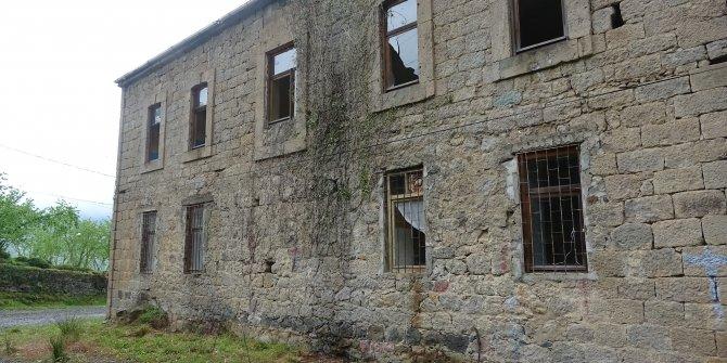 Asırlık bina işte bu halde, turizme kazandırılsa fena mı olur?