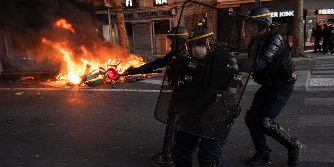 Irkçılık karşıtı gösteri Fransa'ya da sıçradı