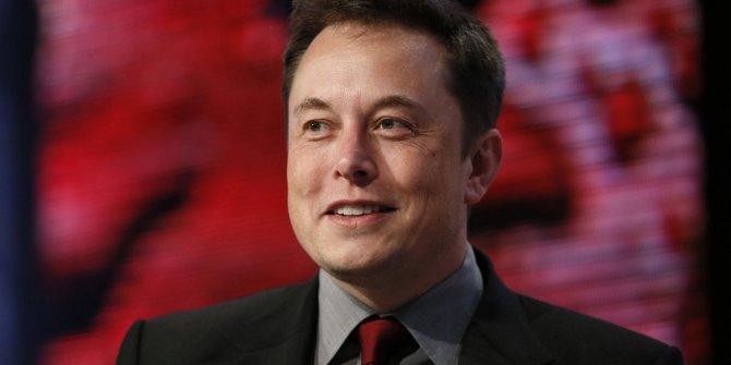 Elon Musk açıkladı, 1 yıl içinde insan beynine çip takılacak: Korodan korkan bir de buna baksın