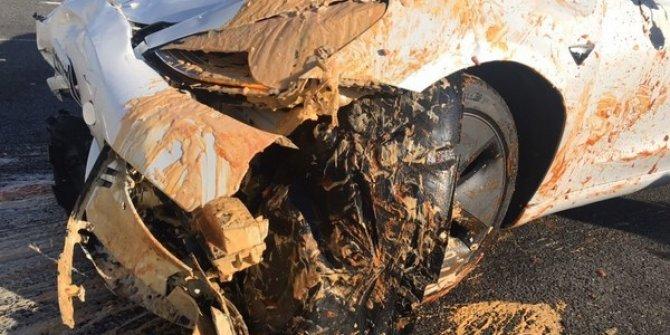 Teknoloji harikasının gözü görmedi: Otomatik pilota rağmen devrilen tıra çarptı