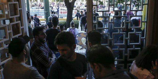 Yunanistan'da göstericiler bakanlığa zorla girdi