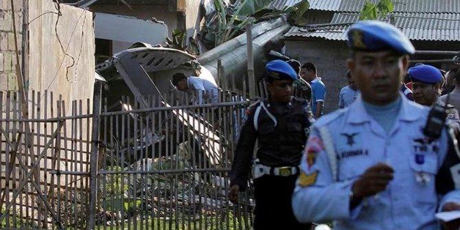 Endonezya'da askeri helikopter düştü: 4 ölü